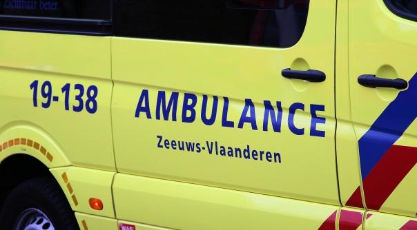 Verkeersregelaar aangereden in Hulst.