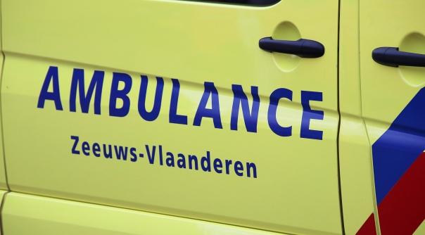 Bromfietser aangereden door auto Sluis.