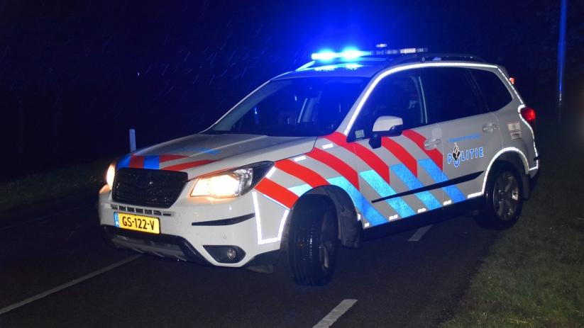 Auto op zijn kant bij ongeluk in Axel.