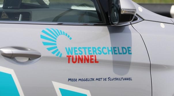 Ongeluk op tolplein Westerscheldetunnel.