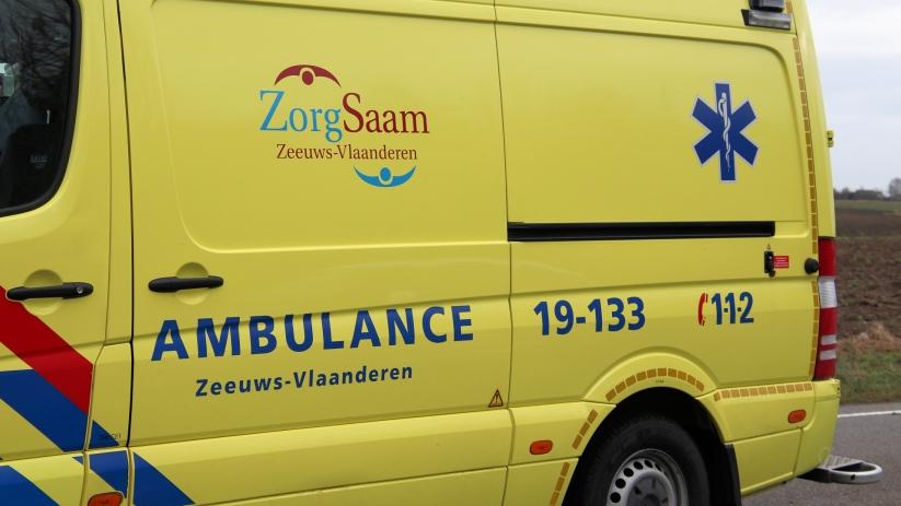 Fietser in botsing met auto in Oostburg.