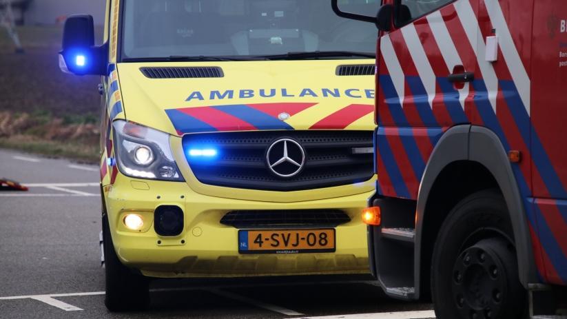 Drie inzittenden auto bekneld na ongeluk Dreischor.