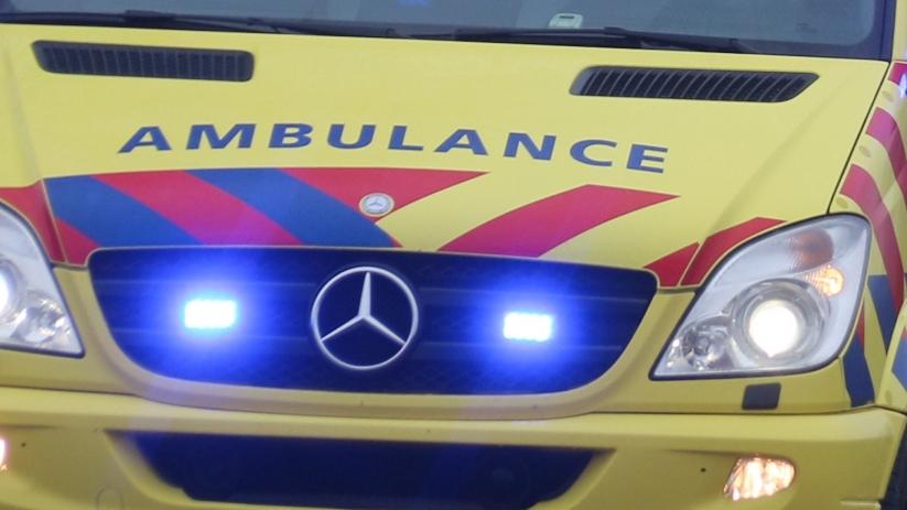 Fietsster met spoed naar ziekenhuis na ongeluk met auto.