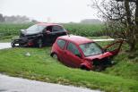 Gewonde vast onder auto bij ernstig ongeluk Dreischor.