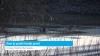 Door ijs gezakt hondje gered (video)