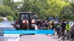 Boeren voeren actie bij politiebureaus