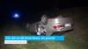 Auto rijdt van dijk, één gewonde (video)
